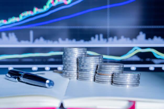 simulador de investimento moedas caneta e agenda para anotações