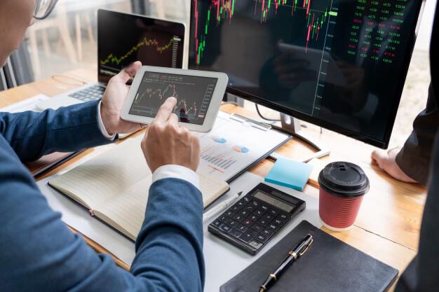 plataforma de investimento computador